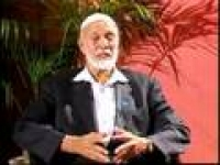 Sheikh Ahmed Deedat In The Spot Light (2/13