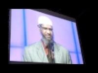 A brother accepted Islam by Dr.Zakir Naik at Dubai International Peace Convention 2012